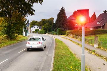 Radarkontrolle - Schnelles Auto wird vom Blitzer geblitzt