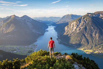 Mountaineer enjoying the view over lake Achensee in summer, Austria Tyrol Fototapete