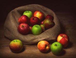 Natura morta con mele varie