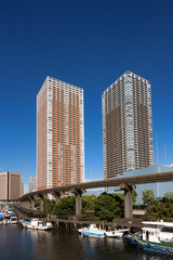 Fototapete - 高層マンションと東京モノレール