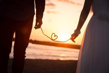結婚式、夕日と愛