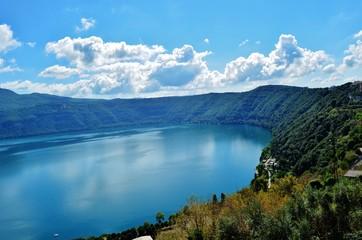 Bulutlu bir nemi gölü