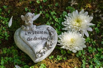 Trauer Text Abschied Tod Gedenken Erinnerung Grab Herz Engel