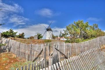 Foto auf Gartenposter Mühlen Joli moulin à vent de l'île de Noirmoutier en Vendée