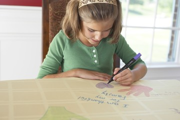 A Girl Drawing A Picture Saying 'i Am Thankful For My Family'
