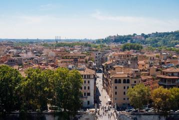 Roma separata da un viale