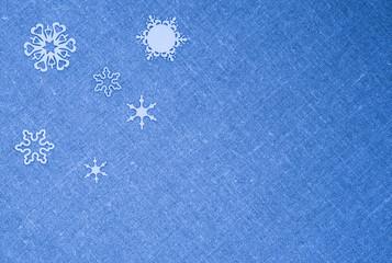 Рождество текстура. Белые снежинки голубая льняная ткань. Зима открытка