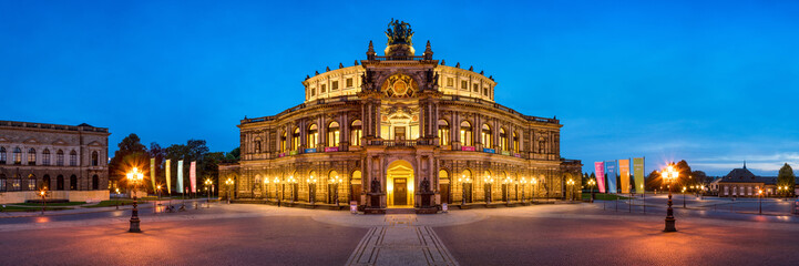 Foto op Plexiglas Theater Semperoper in Dresden Panorama bei Nacht