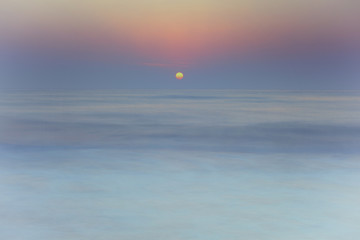 Scenic view of sun rising over sea Fototapete