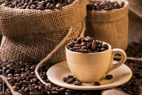 """Super chicchi di caffè tostato in tazzina e sacchi di iuta"""" Immagini e  WP16"""
