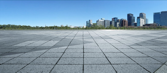 Fotomurales - Empty marble floor with cityscape and skyline in clear blue sky