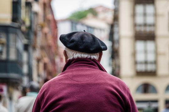 Alter Mann mit Baskenmütze in Bilbao