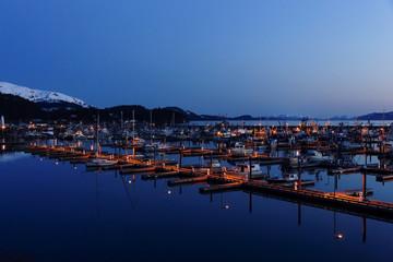 アラスカ 夕暮れの港