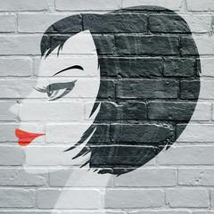 Art urbain, visage d'une femme vu de profil