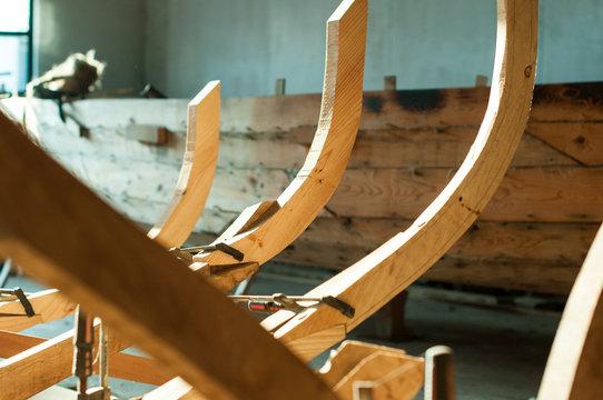 Estructura de madera para la fabricación artesanal de barcos
