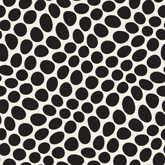 Vector Seamless Black and White Distorted Circles Pattern