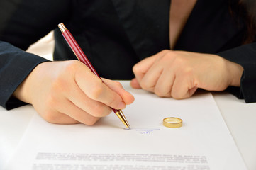 signing divorce agreement