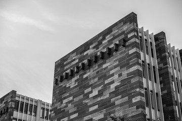 Moderne Architektur in Freiburg im Breisgau (schwarzweiss)
