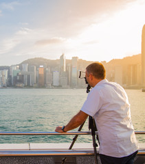 Photographer Ready to Take Sunset Pictures on the hang kong city