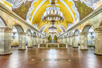 Tuinposter Moskou Interior of Komsomolskaya subway station in Moscow, Russia