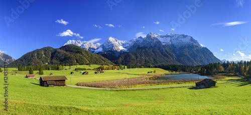 Wall mural Blick auf das imposante Karwendelgebirge in Oberbayern