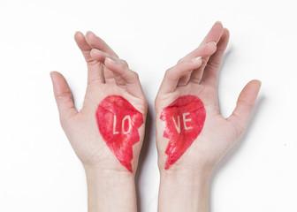 cuore spezzato mani