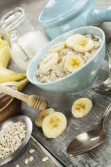 Porridge with bananas and honey