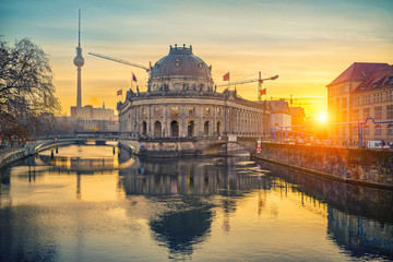 Fotomurales - Museum Island on Spree river and TV tower in the background at sunrise, Berlin, Germany