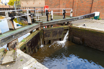 Nottingham canal lock in operation.
