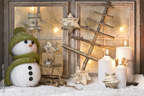 Weihnachtsdeko Am Fenster.Weihnachtsdeko Vor Fenster Mit Kerzen Stock Photo And Royalty Free