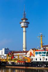 Fond de hotte en verre imprimé Port Bremerhaven, Richtfunkturm am Alten Vorhafen. Ansicht aus dem Geestenhafen. (Oktober 2016)