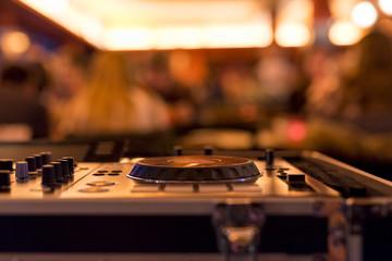 DJ Mischpult Disco Restaurant CD Platten