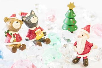 クリスマスのカップルとサンタ