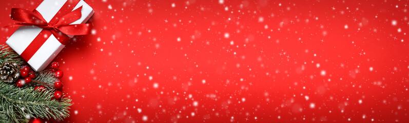 Weihnachten / Weihnachtliches / Roter Hintergrund
