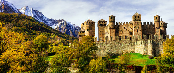Cerca immagini castello di fenis - Finestre castelli medievali ...