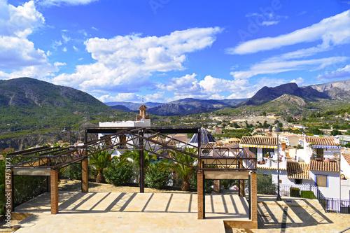 Pueblo de finestrat calles casas y parques en alicante - Casas de pueblo en valencia ...