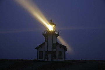 lighthouse n light beams