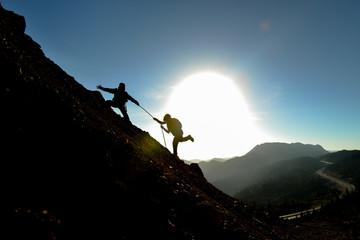 zorlu zirve tırmanışı ve dağcı yardımı