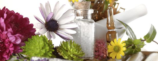 Banner Globuli und Ampulle in Blumen