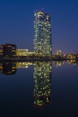Europäische Zentralbank bei Nacht