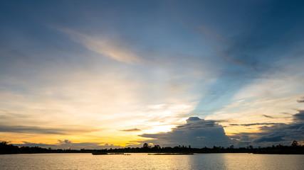 Papiers peints Coucher sunset on the lake landscape