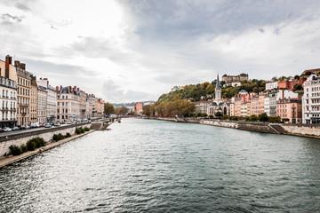 Vue sur la Saône du pont Bonaparte à Lyon