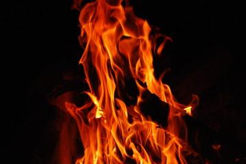 пламя на черном фоне/bright fire flames on a black background