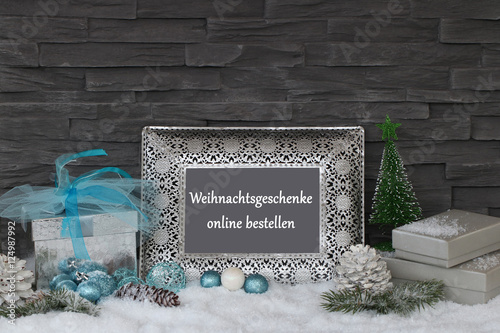 weihnachtsgeschenke online bestellen stockfotos und. Black Bedroom Furniture Sets. Home Design Ideas