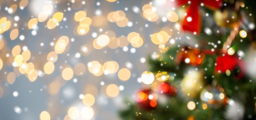 Fotobehang - blurred christmas tree decorated with balls