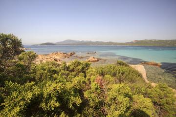 La Sardegna, isola tra mare cielo e acqua trasparente.