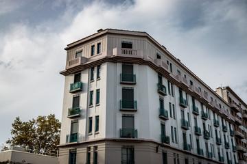 Immeuble blanc sur la Croix-Rousse à Lyon