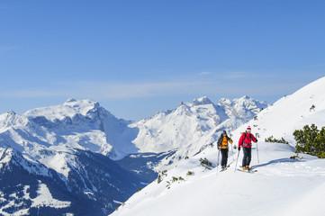 Zwei Skitourengeher im Montafon