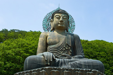 Giant statue of Buddha in the Sinheungsa Temple in Seoraksan Nat