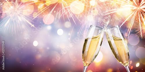 бокалы шампанского на праздник без смс